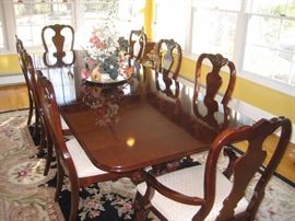 Thomasville cherry dining room table with 2 leaves & 8 chairs $1600
