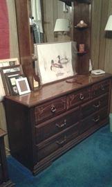 dresser and mirror of 3 piece set