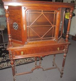 LOTS OF GREAT FURNITURE -- FIND POCONO AUCTION GALLERY ON THE WEB FOR HUNDREDS OF ADDITIONAL PHOTOS FOR THIS SALE