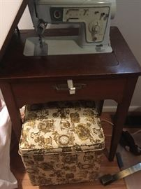 SEWING MACHINE IN CABINET