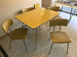 Daystrom table & chairs