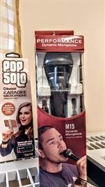 Pop solo microphones