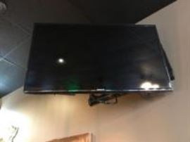 40 inch TV with wall mount