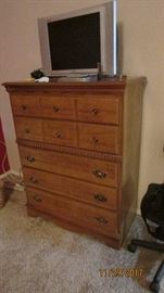 Lovely 5 drawer chest