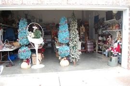 Full Garage of Christmas and antiques, you'll love my pricing