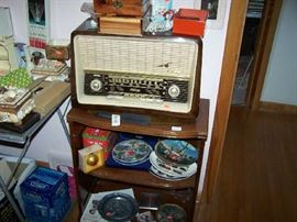 MAHOGANY LEATHER-TOP STAND & VINTAGE RADIO