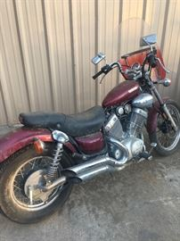 WAS $1600... FINAL REDUCTION NOW $950 CASH!       1987 Yamaha 535 V-twin. Needs a bath & a battery, but runs with a jump start. We ran it for 10 minutes on Wednesday. CLEAN BLUE TEXAS TITLE IN-HAND!