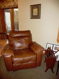 leather recliner / magazine rack