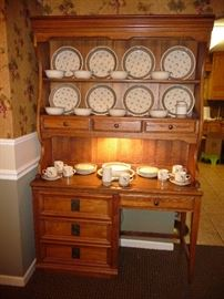 "hutch with light/ set of"" Epoch trout fly ""dishes"