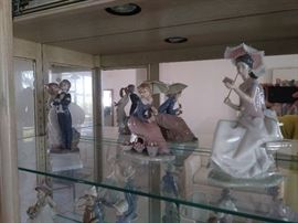 Llardro Figurines with Boxes