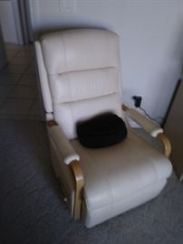 La-Z_Boy Recliner  - Cream Leather