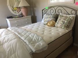 Queen mattress with metal frame