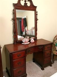 Beautiful antique mahogany dressing table