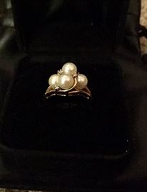 14K gold ring with 4 pearls and 4 diamond accents