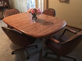 Chromecraft Table with 1 leaf and 4 rolling chairs