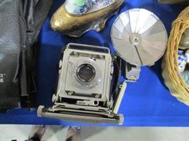 Graflex Century camera