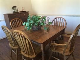 Antique Oak farm table with 2 leaves