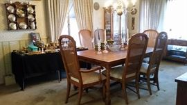 Gorgeous table & 6 chairs No stains or scratches  $250