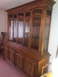 Beautiful hutch  in excellent condition