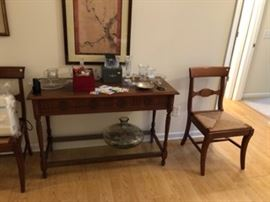 foyer table and chairs