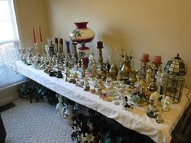 What a fun table full of odd décor items. The lamps all work.