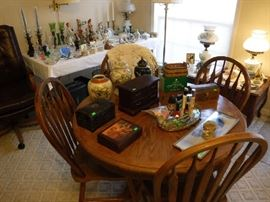 Oak small breakfast set with 4 chairs.