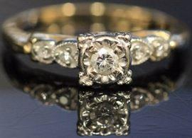 9071 - VINTAGE LADY'S DIAMOND 14KT GOLD RING