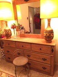 Dresser, vintage cool lamps