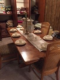awesome dining table, 3 chairs included