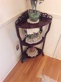 Corner carved table