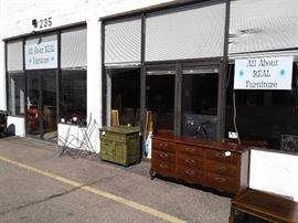 Front of the 1500 square foot showroom from the outside.