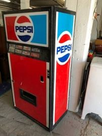 Vintage Pepsi vending machine, WORKS, needs new lock on front.  Just $25 on Saturday!