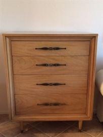 Kroehler 4-drawer Chest