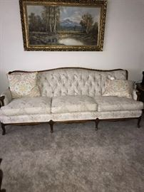 ANTIQUE STYLE TUFTED SOFA
