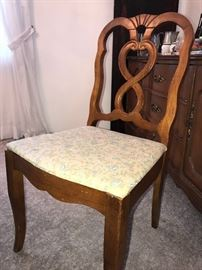 BASSETT FURNITURE CHERRY WOOD TABLE AND 6 CHAIRS-COMES WITH CUSTOM PROTECTIVE COVERS