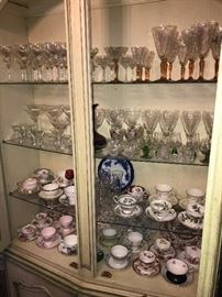 COLLECTION OF VINTAGE TEACUPS
