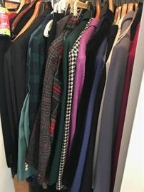 TONS OF WOMENS CLOTHING-SUITS, JACKETS, BUSINESS CASUAL,DRESSES-SIZE LARGE AND XLARGE