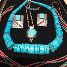 TURQUOISE NAVAJO HEISHI NECKLACE