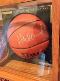 NBA Basketball 2016 Hall of Fame Inductee Hakeem Olajuwon signed basketball. Spalding Basketball: The Official Ball of the NBA.