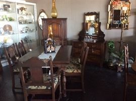 Beautiful Mahogany Dining Room Suite with 6 chairs and matching China cabinet