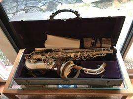 Buescher alto saxophone in case