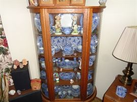 AMERICAN VICTORIAN CIRCA 1880'S TIGER OAK CHINA CABINET WITH BENT CURVED GLASS.  ORIGINAL METAL HARDWARE