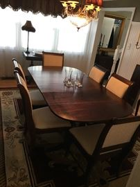 Broyhill Dining Set table six chairs, 2 arm chairs