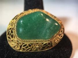 Gold filigree brooch