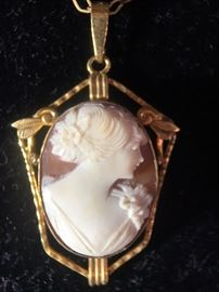 Cameo set in Gold