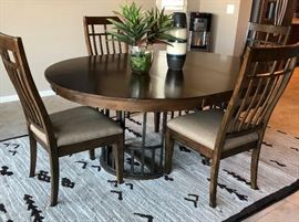 Kincaid Dining Set w Leaf and 4 Chairs Metal Base