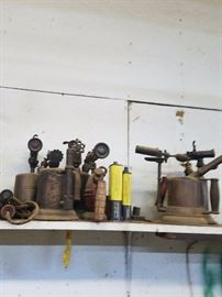 Old oil cans and other vintage tools