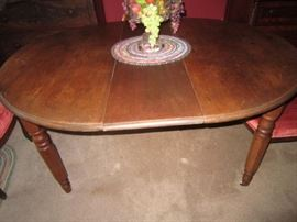 Dining table with 4 leaves
