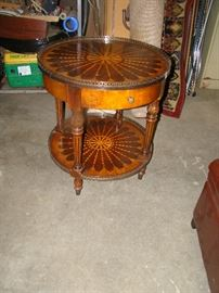 RD LAMP TABLE W/INLAID DESIGN & DRAWER
