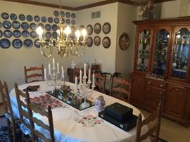 Tell City Dinning Room Table and Chairs